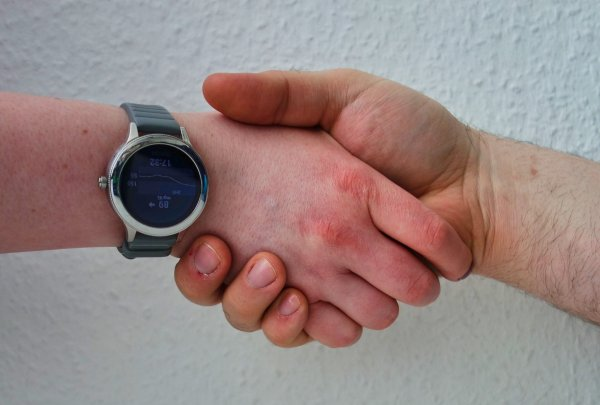 Hand in Hand - Hilfe suchen