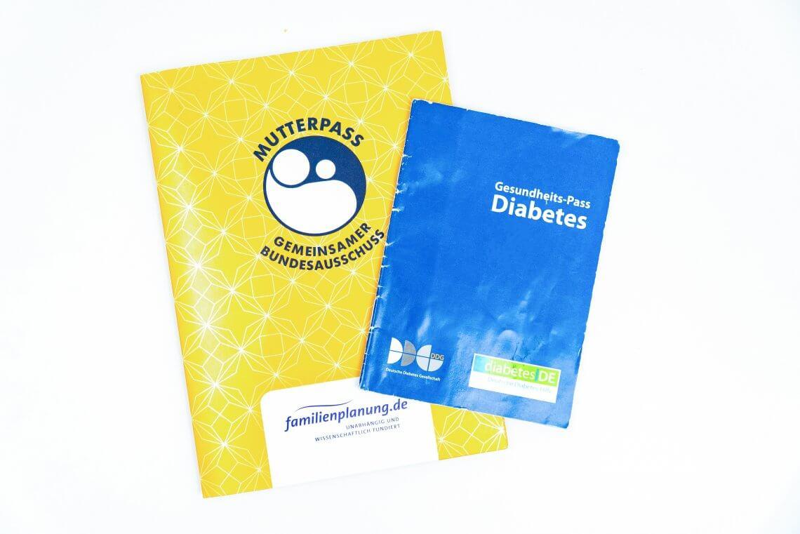 Mutterpass und Diabetespass nebeneinander